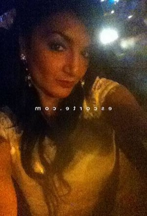 Anysia escort girl à Clermont